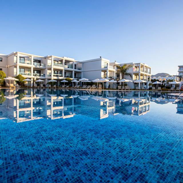 Hotel Asterias Beach Resort – logies en ontbijt aanbieding