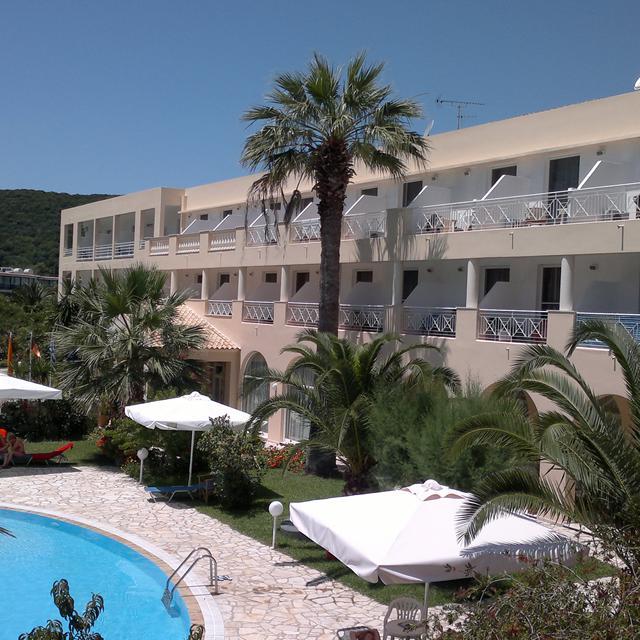 Hotel Three Stars Village aanbieding
